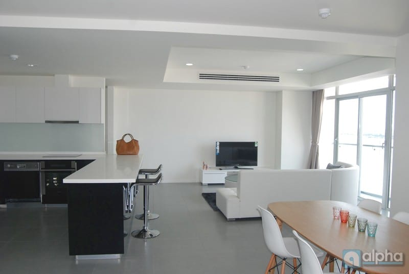 Lake view and nice interior 03 bedrooms apartment in Watermark to lease