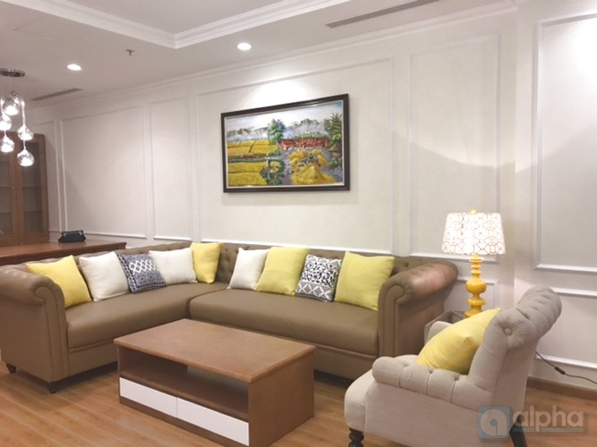 Vinhomes Nguyen Chi Thanh, luxury 04 bedrooms apartment for rent