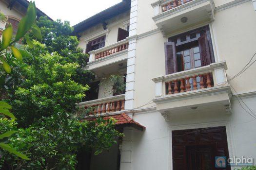 Nhà đầy đủ nội thất 4 phòng ngủ cho thuê tại Ba Đình