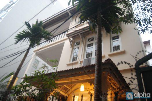 Cho thuê nhà 4 ngủ Tô Ngọc Vân