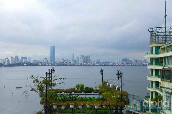 Beautiful lake view apartment for rent in Yen Phu area, Hanoi, 2 bedrooms, nice furniture