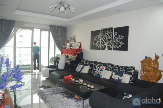 Căn hộ 3 ngủ nội thất hiện đại cho thuê tại Mandarin Garden.