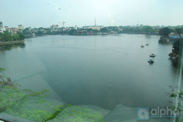 Lake view one bedroom apartment for rent in Truc Bach, Ha Noi.