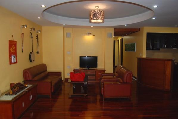 Wooden floor, 02 bedrooms apartment for rent in Ba Dinh