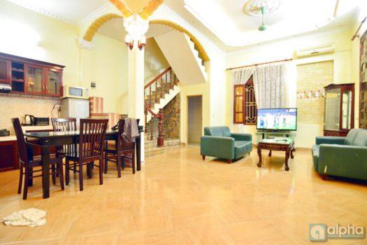 Nhà riêng 6 buồng ngủ đầy đủ đồ cho thuê tại phố Đào Tấn