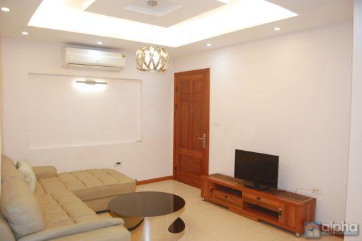 Cho thuê căn hộ 2 buồng ngủ giá hợp lý tại phố Trần Phú