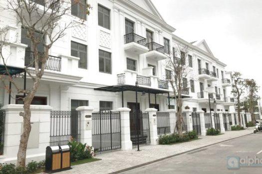 Vinhomes Riverside villa, basic furnishing with front yard for rent 5