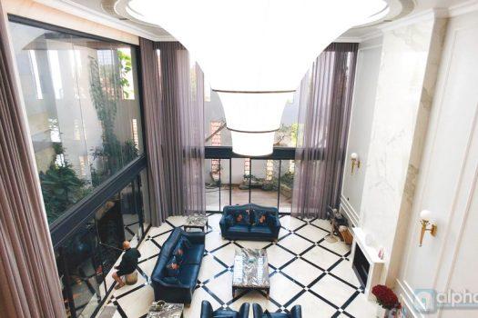 Cho thuê căn hộ 4 phòng ngủ hiện đại tại Tây Hồ 8