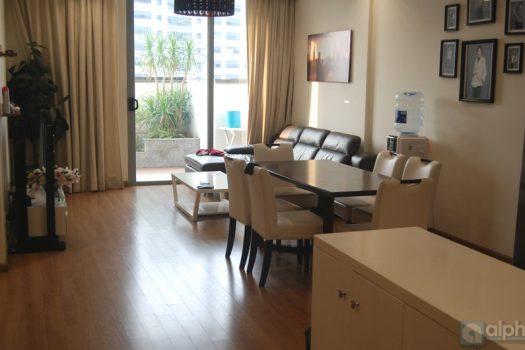Căn hộ 03 phòng ngủ hiện đại có ban công rộng cho thuê tại Vinhomes Nguyễn Chí Thanh 3