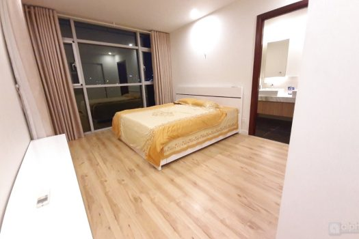 Spacious 2-bedroom apartment in Watermark, Lac Long Quan street, fully furnished. 5
