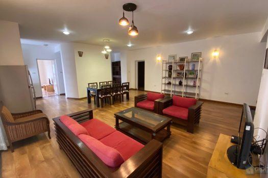 Cho thuê căn hộ 2 phòng ngủ, đủ đồ, giá hợp lý tại Chung Cư Vườn Đào, Lạc Long Quân 2