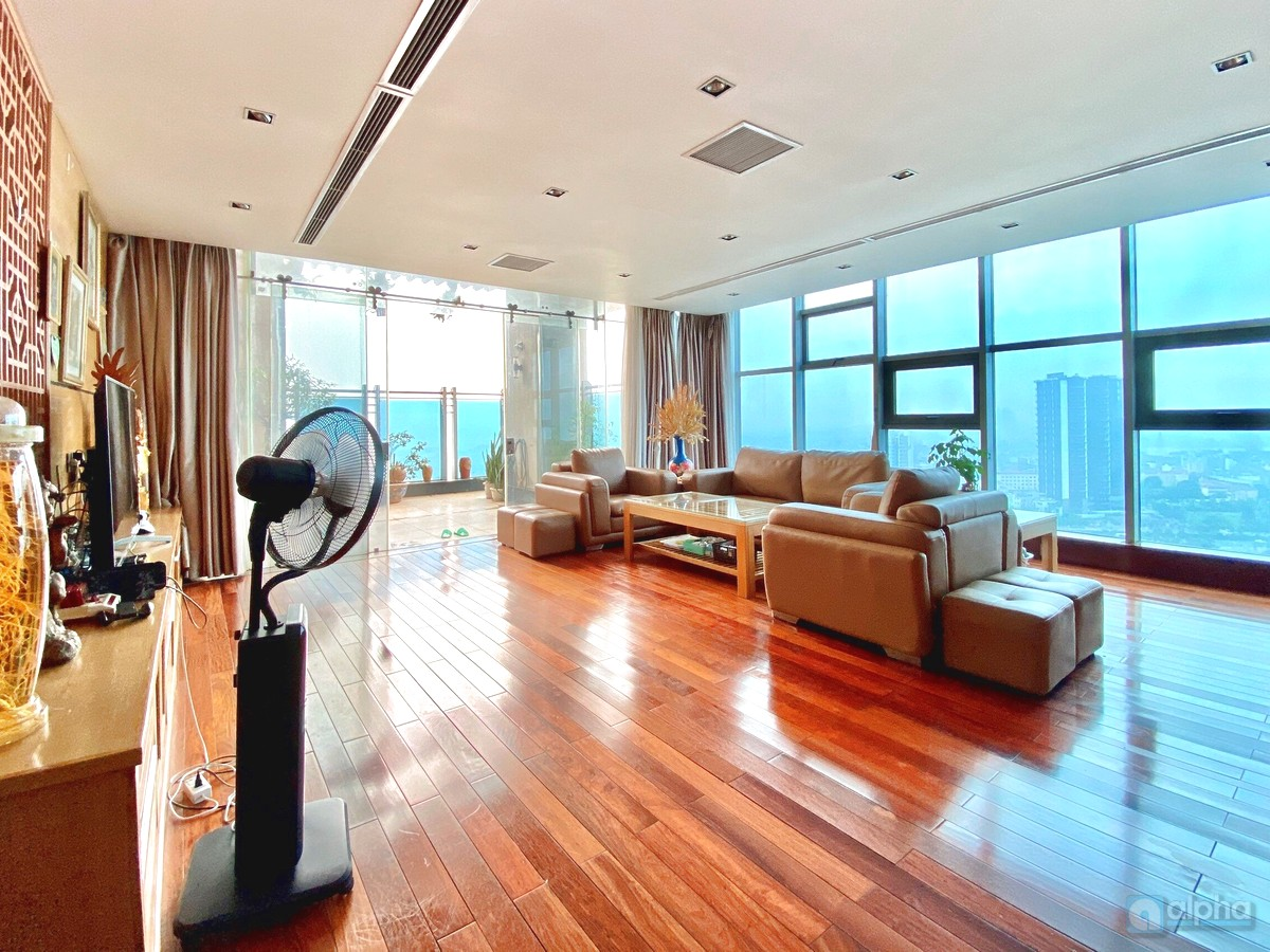 Penthouse apartment for rent in Sunshine Riverside