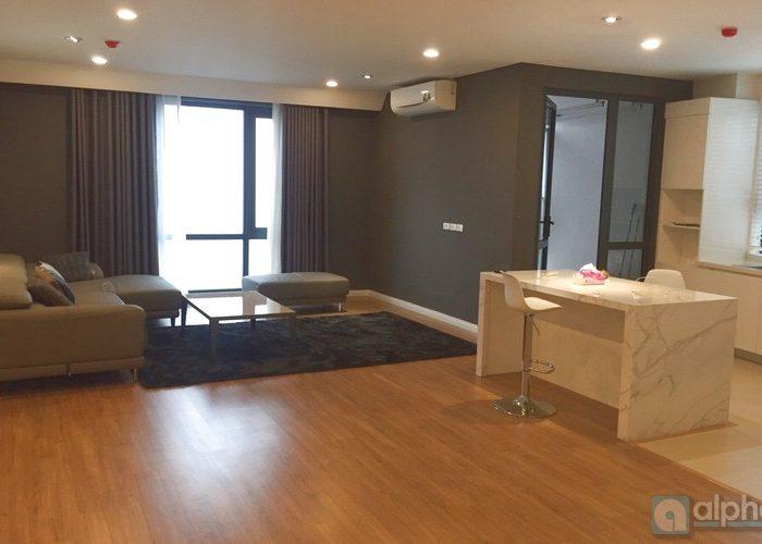 Cho thuê căn hộ 3 phòng ngủ hoàn toàn mới tại Mipec Riverside