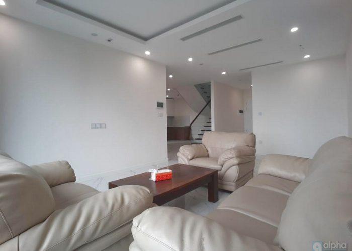 Cho thuê căn hộ duplex nội thất cơ bản tại Sunshine City