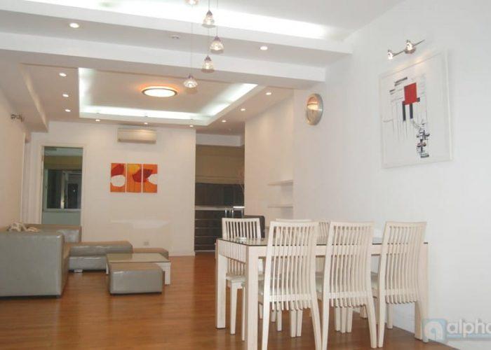 Cho thuê căn hộ 3 phòng ngủ tại E1 Ciputra