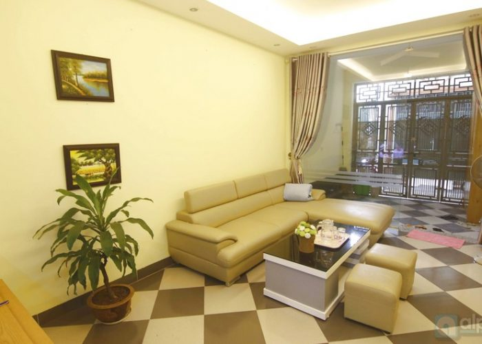 Low-budget 4 bedroom House for rent on Dao Tan street