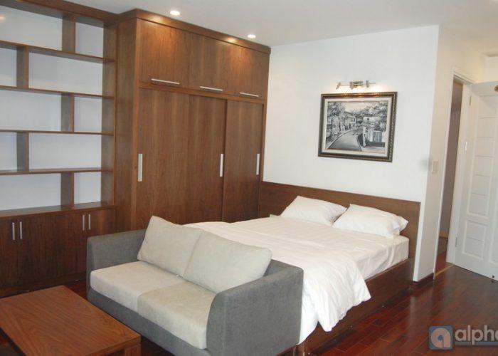 Cho thuê căn hộ 3 phòng ngủ & 1 phòng làm việc, đầy đủ đồ.