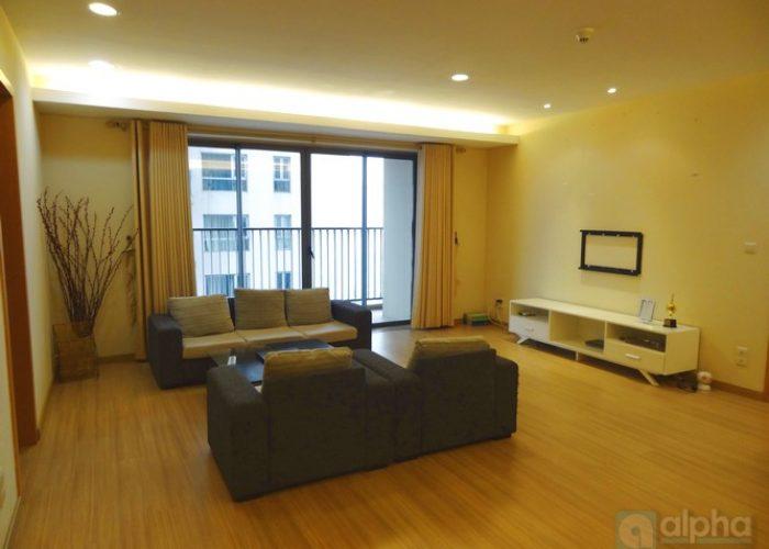 Cho thuê căn hộ 3 phòng ngủ, thoáng đẹp tại Sky city