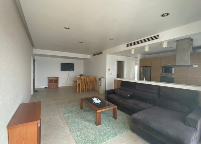 Cho thuê căn hộ 2 phòng ngủ view hồ tại Golden Westlake