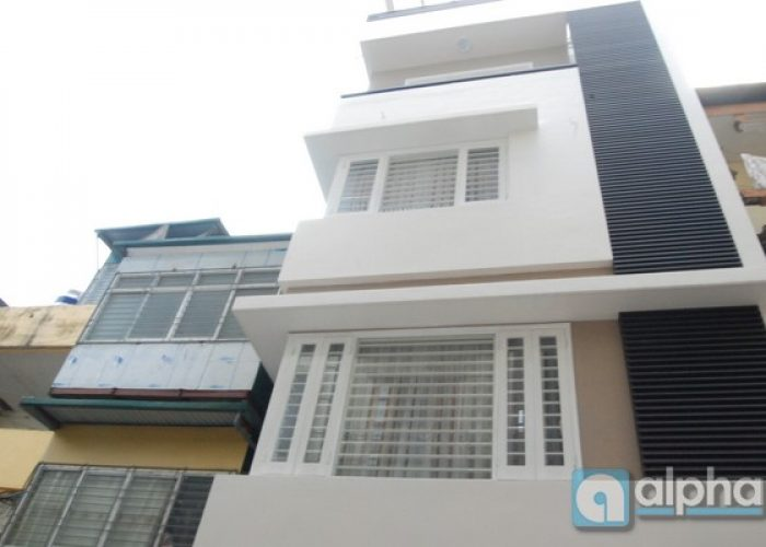 House for rent in Chua Lang street, Dong Da area, car access